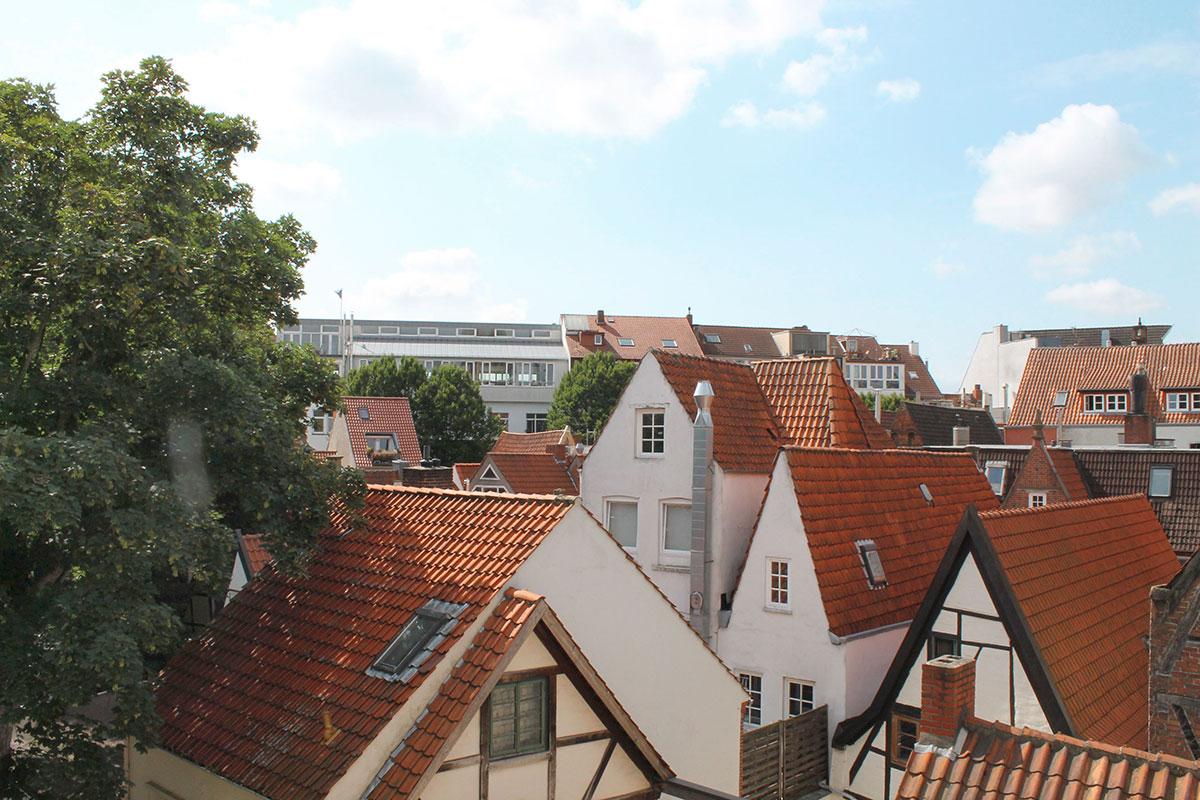 Dachterrasse mit Blick aufs Schnoor-Viertel